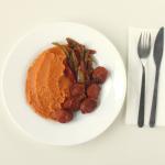Φασόλια πουρές με μοσχαρίσιο λουκάνικο και πιπεριές