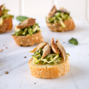 Bruschettas with courgette and smoked mackerel